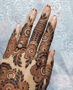 Mehndi henna designs are always searchable by Pakistani women and girls. Women, girls and also kids apply henna on their hands, feet and also on neck to look more gorgeous and traditional. New Henna Designs, Rose Mehndi Designs, Khafif Mehndi Design, Latest Bridal Mehndi Designs, Mehndi Designs For Girls, Finger Henna Designs, Mehndi Designs For Beginners, Modern Mehndi Designs, Dulhan Mehndi Designs