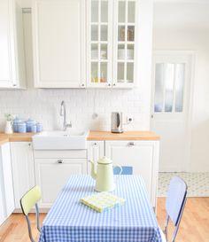 cuisine ikea metod BODBYN montage smeg bleu ciel placard vitre egouttoir lave-vaisselle encastre formica
