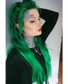 Tattoed Girls, Inked Girls, Sexy Tattoos, Girl Tattoos, Green Hair Colors, Hair Colours, Beautiful Hair Color, Just Girl Things, Dyed Hair