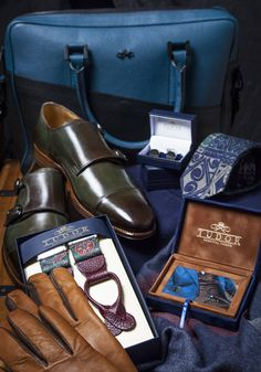 The Single Monk Strap are versatile and can be worn with any outfit, ranging from smart-casual to business. Smart Casual Wear, Custom Made Shoes, Monk Strap Shoes, Green Leather, Leather Shoes, Oxford Shoes, Dress Shoes, Business, Natural