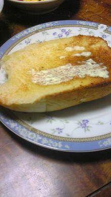 ヤクルト三本入ったヤクルト食パンだそうです。