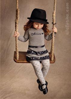 ALALOSHA: VOGUE ENFANTS: ARMANI JUNIOR girlswear AW14 Misschien ook voor oudere meisjes geschikt zo'n glitterstrook (stroken) op een tricot jurk.