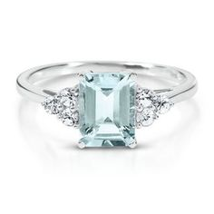 Aquamarine Ring. I really, reallly, really want a aquamarine for my engaemnt ring!