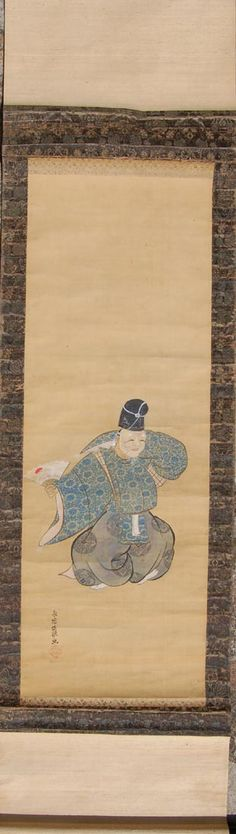 Pintura sobre seda de actor de teatro japonés Noh. Está datada en la primera mitad del siglo XIX, todavía en pleno periodo Edo. La montura seguramente fue sustituida en época posterior. Tiene la firma y sello de Kano Eitoku, famoso pintor de la escuela Kano-ha de la que toma nombre. La antigua escuela Kano-ha fue fundada por Kano Masanobu en el siglo XIV durante el periodo Muromachi y continuó hasta el periodo Meiji a finales del siglo XIX. Medidas del Kakemono: 164,5x46 cm. Colección…