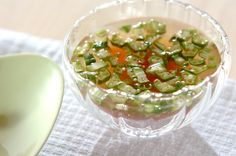 夏はやっぱり冷たいスープがいい!という方は、刻んだオクラとショウガ汁がたっぷり入った、冷スープはいかがでしょうか。ひんやり美味しくいただけるうえに栄養もしっかりとれますよ。