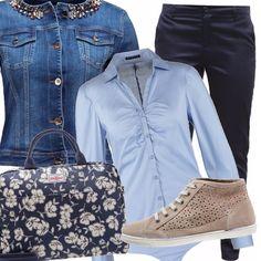 Ricorda i colori del mare e della sabbia questo outfit per il ritorno al lavoro, composto da un paio di pantaloni blu di taglio classico, una camicia body un tono più chiara e un giubbotto di jeans impreziosito dal colletto gioiello. Le scarpe comode color sabbia e per completare la borsa porta pc a fiorellini per ricordarci che è ancora estate
