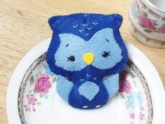 Broche de fieltro de Búho Azul de la suerte de My Cute Works