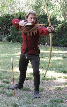 Een schutter in strakke, praktische kleding en een typisch Steffonische kaproen.