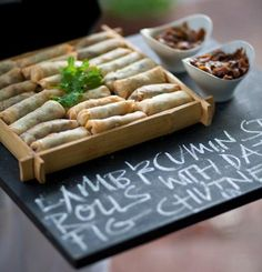Canapes serving idea - writing on blackboard.love this idea! Catering Buffet, Menue Design, Food Design, Tapas, Canapes Recipes, Canapes Ideas, Appetizers, Decoration Communion, Wedding Canapes