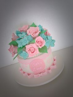 Beautiful Cake for A little girl #sugarflowers #floresdeacucar #rejunqueiracakes #rosas #hortênsias #hydrangea #pink #babyshower