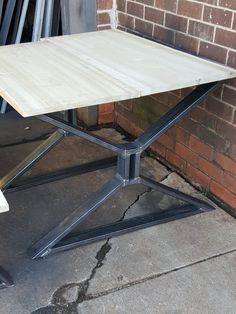 Conjunto de mesa comedor X patas moderno 2 y 4 patas por DVAMetal