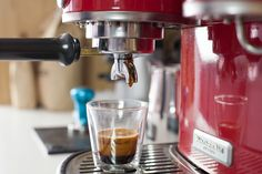 Making great coffee is just one of those essential life skills. Here to help you along the road are out tips for pulling the perfect espresso. Cappuccino Maker, Cappuccino Machine, Espresso Maker, Espresso Coffee, Coffee Maker, Italian Espresso, Coffee Shop, Best Espresso Machine, Popular Drinks