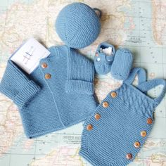 Cotton 0 to three months old ensamble. Baby Knitting Patterns, Baby Boy Knitting, Knitting For Kids, Baby Patterns, Crochet For Boys, Crochet Baby, Baby Pullover, Knitted Baby Clothes, Baby Suit