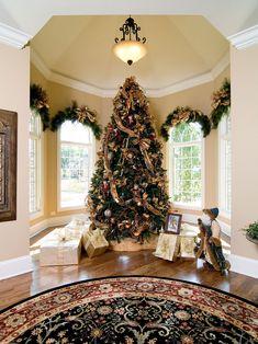 Elegant Christmas Tree Nook | #christmas #xmas #holiday #decorating #decor