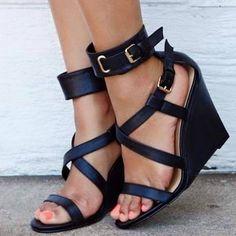 Sandalia de plataforma negra
