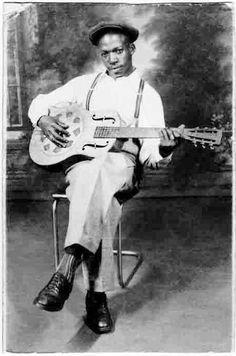 Memphis Willie B. source: Del Goldfarb's internet pages (Memphis Willie B. Blues Artists, Music Artists, Art Music, Folk Musik, Instrumental, El Rock And Roll, Soul Jazz, Delta Blues, African American Artist