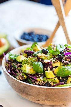 Strawberry salad with basil - Clean Eating Snacks Veggie Recipes, Vegetarian Recipes, Salad Recipes, Clean Eating Snacks, Healthy Eating, Healthy Meals Delivered, Healthy Recepies, Vegan Dishes, Food Hacks