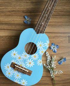 Arte Do Ukulele, Ukulele Songs, Ukulele Chords, Guitar Art Diy, Guitar Painting, Diy Painting, Ukelele Painted, Painted Guitars, Pintar Disney