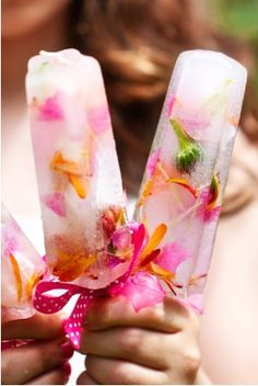 Edible flower ice lollies www.bloomycreations.nl
