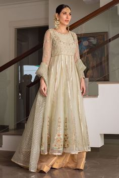 Pakistani Fancy Dresses, Pakistani Fashion Party Wear, Pakistani Wedding Outfits, Indian Fashion Dresses, Pakistani Bridal Dresses, Pakistani Dress Design, Indian Designer Outfits, Bridal Outfits, Indian Outfits