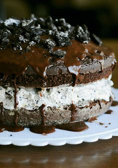 Oreo cookie ice cream cake (vegan).