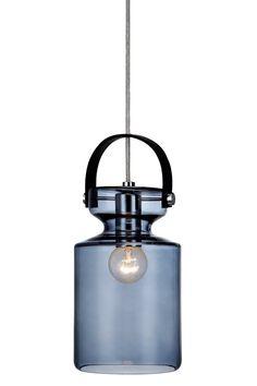 Mål: Bredde 12 cm. Dybde 12 cm. Højde 27 cm. Vinduespendel med form af en mælkeflaske. 3,5 m ledning med stik.