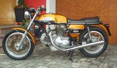 Original Ducati 750 GT without photoshop
