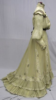 This lovely 2 pc. gown is made of a linen blend in a deep cream color. It is lined in yellow silk and overlaid with machine made cotton lace and gold metallic applique. The pigeon breast style bodice has deep chocolate velvet ribbon accents. Edwardian Costumes, Edwardian Dress, Period Costumes, Edwardian Fashion, Vintage Fashion, Old Dresses, Romantic Outfit, Antique Clothing, Cotton Lace