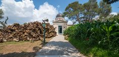 'The Theater of Disappearance' transforms the National Observatory of Athens into a site-specific installation by Argentinian artist Adrián Villar Rojas Stargazing, Installation Art, Athens, Stuff To Do, Contemporary Art, Places To Go, The Past, Sidewalk, Earth