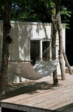 Hammock for deep reflection. Outdoor Rooms, Outdoor Gardens, Outdoor Living, Outdoor Decor, Interior Exterior, Exterior Design, Pergola, Forest House, Backyard Landscaping