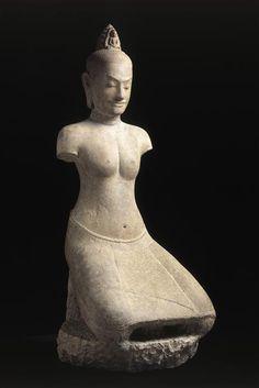 Déesse Prajnaparamita (ou Tara), portrait présumé de la reine Jayarajdevi, Preah Khan (Angkor), style du Bayon, fin XIIe-début XIIe siècle, grès. H. 1,3m. Paris, Musée Guimet. Angkor, Cambodian Art, Philippine Art, Religion, Art Asiatique, Art Premier, Grand Palais, Buddhist Art, Western Art