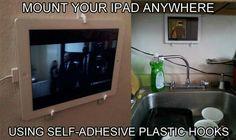 Fixer votre iPad où vous voulez en utilisant des crochets adhesifs.