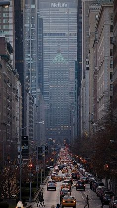 Park Avenue Looking South NYC by New-York-Obsession - The Best Photos and Videos of New York City including the Statue of Liberty Brooklyn Bridge Central Park Empire State Building Chrysler Building and other popular New York places and attractions. Chrysler Building, The Places Youll Go, Places To Visit, Beautiful World, Beautiful Places, Photographie New York, Magic Places, Ville New York, Voyage New York