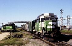 https://flic.kr/p/JtsXBp | Local Power | Some of the typical for the time Burlington Northern local power sits out the weekend at Rochelle in…