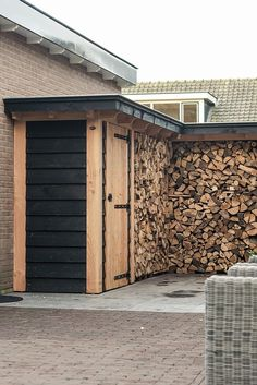 You want to build a outdoor firewood rack? Here is a some firewood storage and creative firewood rack ideas for outdoors. Outdoor Firewood Rack, Firewood Shed, Firewood Storage, Outdoor Storage, Log Shed, Carport Sheds, Pergola, Wood Store, Backyard Sheds
