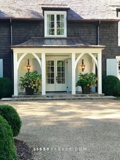 front porch ideas curb appeal 40 Incredible farmhouse front porch design ideas - Page 38 of 44 - Fathinah Decor Farmhouse Front Porches, Small Front Porches, Front Porch Design, Front Porch Addition, Front Porch Columns, Front Door Overhang, Portico Entry, Front Porch Pergola, House Columns