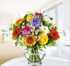 Valentine's Day with Flowers Blumen Centerpieces, Table Decorations, Centerpiece Ideas, Flower Arrangements, Glass Vase, Valentines, Flowers, Gifts, Home Decor