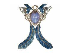Art Nouveau  Broche de gallos. La pieza fue creada entre 1901-1902 y está recamada de zafiros