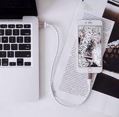 ideas for laptop screen ipad Instagram Photos Ideas, Photo Polaroid, Feeds Instagram, Estilo Blogger, Flat Lay Photography, Product Photography, Ex Machina, White Aesthetic, Aesthetic Images