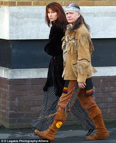 omg another picture of the 'Apache' man in the UK