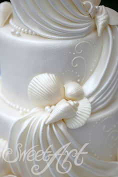 #sea shells on beach wedding cake.... Wedding ideas for brides, grooms, parents & planners ... https://itunes.apple.com/us/app/the-gold-wedding-planner/id498112599?ls=1=8 … plus how to organise an entire wedding ♥ The Gold Wedding Planner iPhone App ♥ #beachwedding