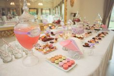 Candy bar botez Vanilla, Events, Candy, Bar, Table Decorations, Home Decor, Decoration Home, Room Decor, Candles