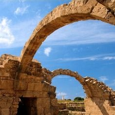 selon la légende, c'est à paphos que saint paul priva barjésu de la vue.