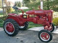 Antique - Restored Farmall A. The cottage no matter how big or small - will need a little Brut to do heavy labors - Really neat looking old tractor - but - new is better. Antique Tractors, Vintage Tractors, Vintage Farm, Old John Deere Tractors, Farmall Tractors, International Tractors, International Harvester, Farmall Super A, Cat Farm