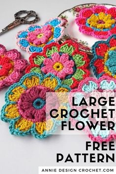 Crochet Flower Bunting, Crochet Bunting Pattern, Crochet Applique Patterns Free, Crochet Flower Tutorial, Knitted Flowers, Crochet Motif, Crochet Designs, Knitting Patterns, Crochet Flower For Hat