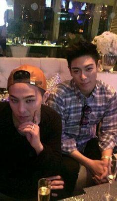 """Bigbang 603763893772915062 - GD and T.P I really thought GD was some random woman and I was like,""""AWWW, who is TOP dating?"""" Source by geishansse Daesung, Gd Bigbang, Bigbang G Dragon, 2ne1, Gd Et Top, Yg Entertainment, Btob, Jiyong, Big Bang Kpop"""
