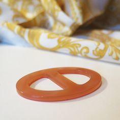 Luxusná ručne brúsená spona na šatku zo živice - farba01