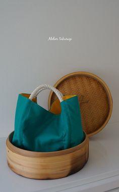 <bao zi/包子>くしゃっ、コロッとしたカタチが点心みたいなミニバッグ、ブルーグリーン×黄色バージョンです。お散歩に&helli...|ハンドメイド、手作り、手仕事品の通販・販売・購入ならCreema。