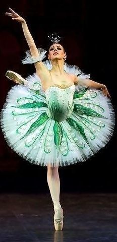 What ballet has a Lily of the Valley tutu? Tutu Ballet, Ballet Dancers, Ballerinas, Ballet Art, Tutu Costumes, Ballet Costumes, Ballet Russe, Green Tutu, Ballet Photography