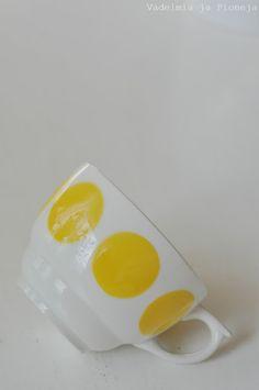 Retro finnish design, Arabia, Vadelmia ja Pioneja Vintage Cups, Cut Flowers, Finland, Diy Projects, Gardening, Plates, Ceramics, Retro, Interior